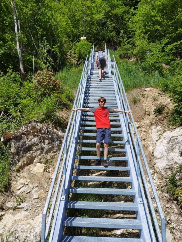 Schmugglerweg Kössen - über die Teufelsstiege geht es 69 Stufen hinauf!