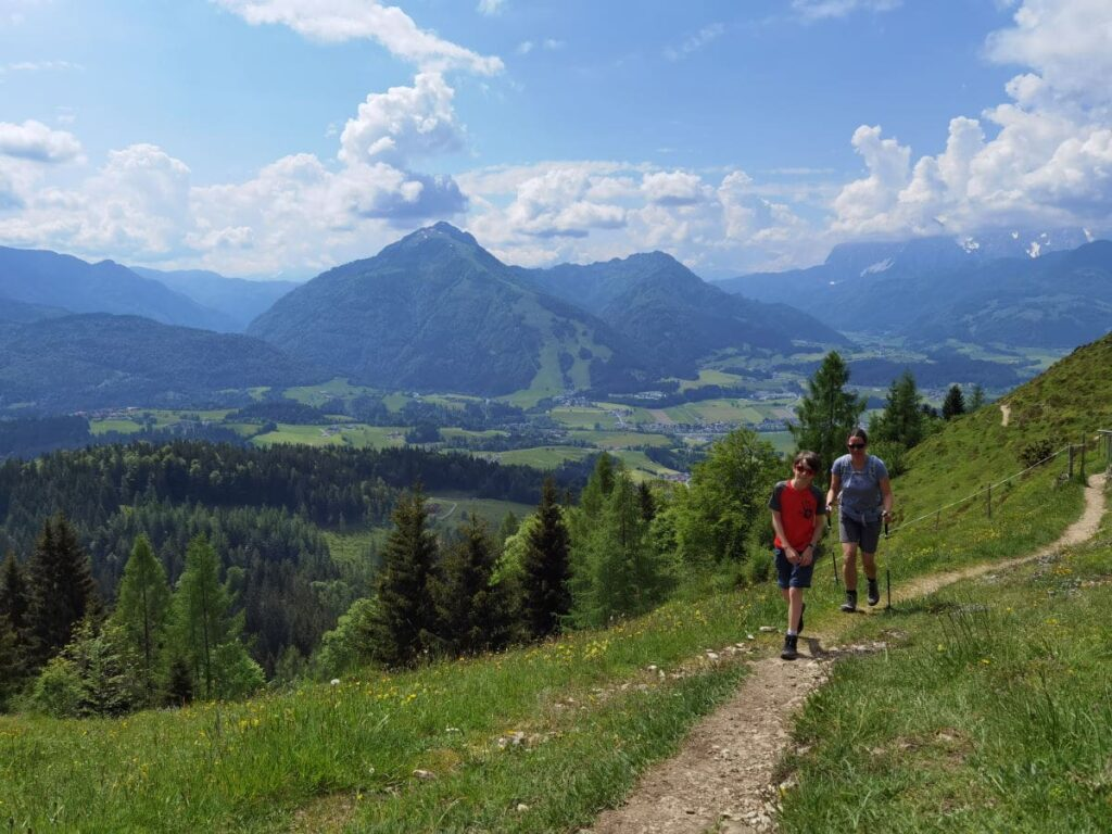 Zum Taubensee wandern - dieser Wandersteig endet bei der Taubensteinhütte